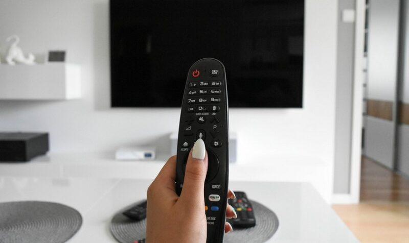 jak podłączyć telefon do TV?